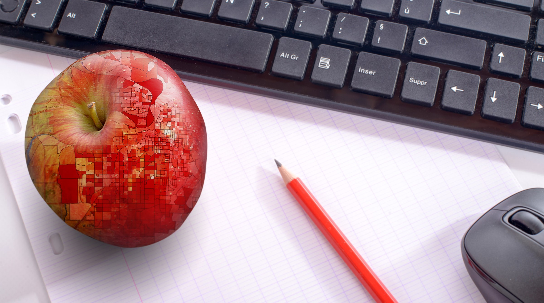 Dator och äpple med kartvisualisering