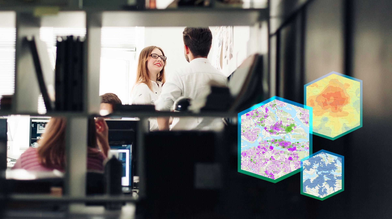 Kontorsmiljö och visualiseringar av data på karta