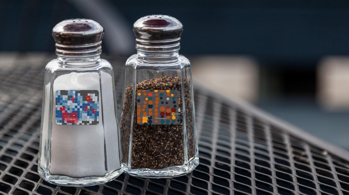 Salt- och pepparströare med etikett med visualisering av data på karta